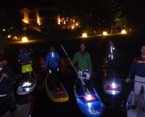 Stand Up Paddling bei Nacht