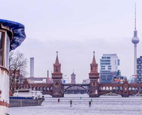 SUP im Winter auf der Spree in Berlin