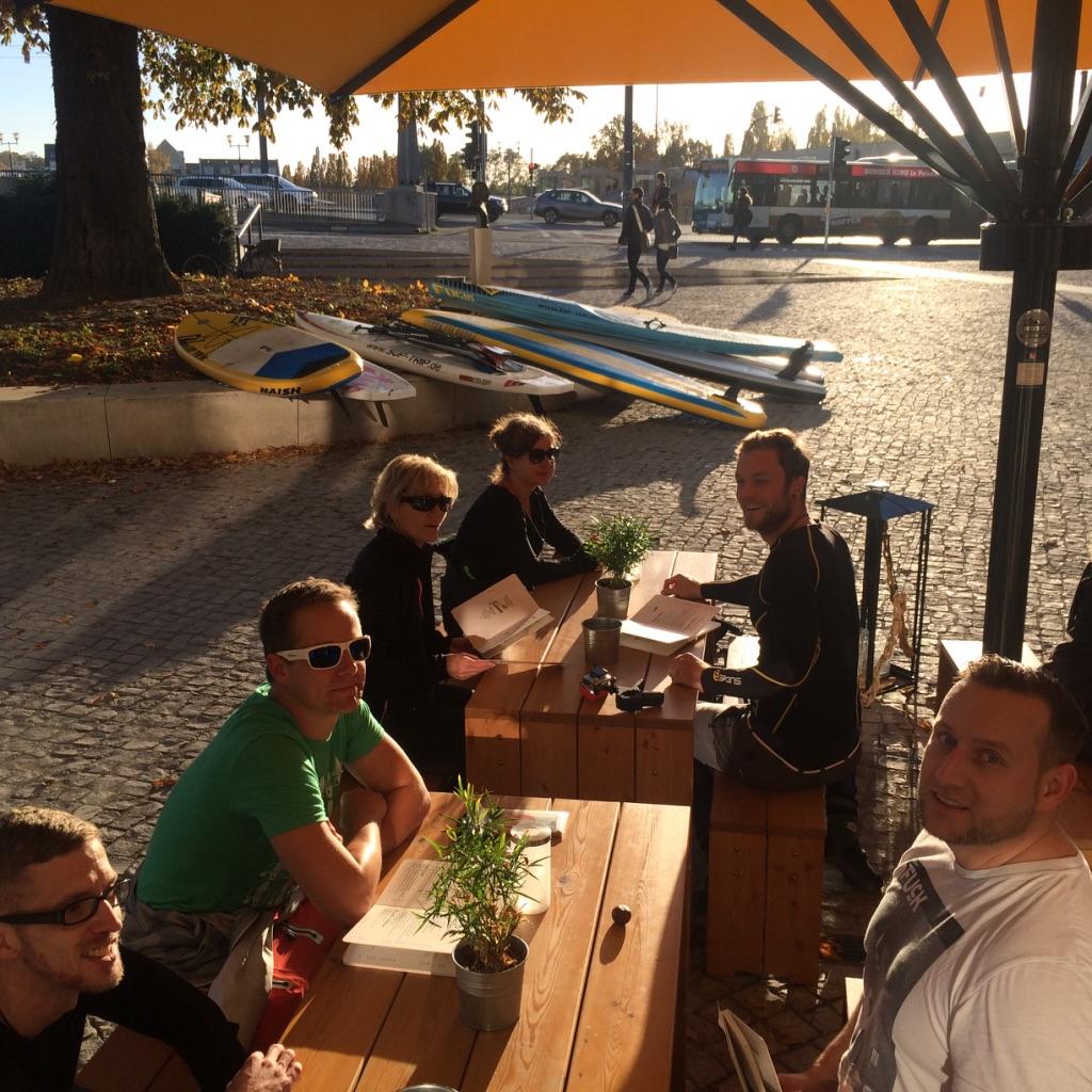 SUP'n'Eat Testfahrt: Glückliche Paddler an einem sonnigen Novembertag in Potsdam